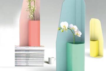Vase « Karl », en céramique émaillée  et écran en métal laqué, du collectif Numéro 111 à voir dans l'expo itinérante « Homework, une école stéphanoise ».