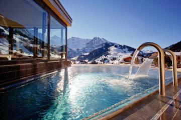 Immergez-vous dans la piscine extérieure chauffée du Cambrian et vous comprendrez pourquoi  il est si bien référencé  dans les classements d'hôtel Wellness.