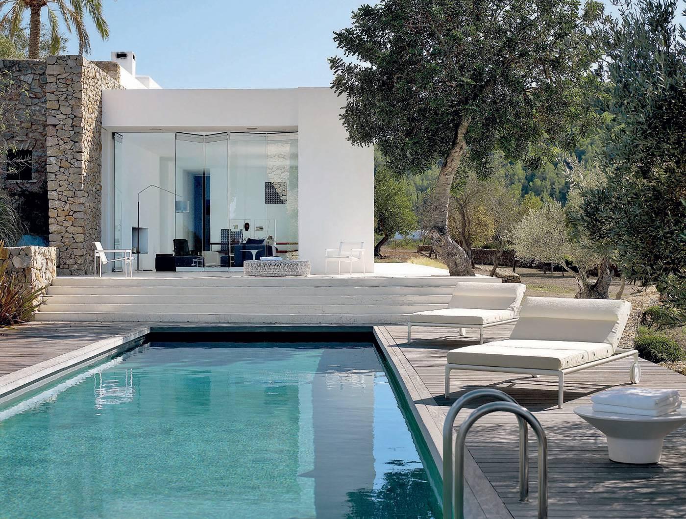 ferme r habilit e au charme minimaliste ibiza id es d co meubles et int rieurs design. Black Bedroom Furniture Sets. Home Design Ideas