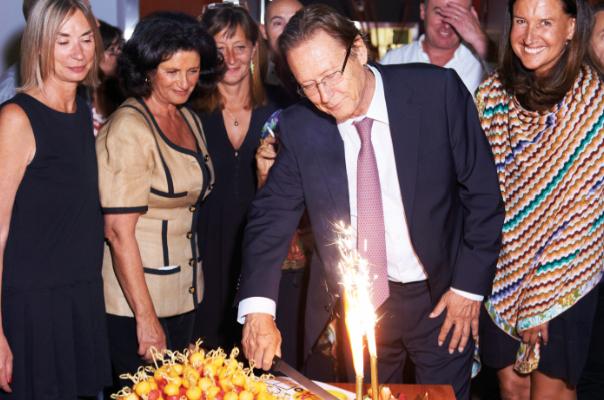 M. Daunas, O. Madec, S. Mahenc, M. Comboul (RD) et C. Corvaisier (Hotel&Lodge) soufflant les 20 bougies de Résidences Décoration.